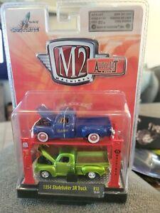 M2 Machiens R10 Auto-Lift 2 PACK 1954 Studebaker 3R Trucks
