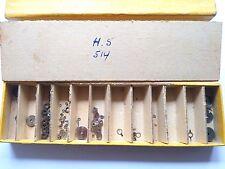 1 Boite de Fournitures et pièces calibre HS 514 HS = Horlogerie de Savoie