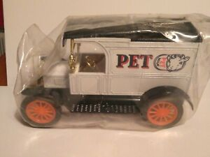 Pet Milk Logo Ertl 1/25 Diecast 1913 Ford Model T Bank issued 1983 Sealed MIP