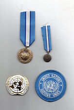 UNITED NATIONS FULL-SIZE & MINIATURE MEDALS FOR CYPRUS,BERET & SLEEVE BADGES-LOT