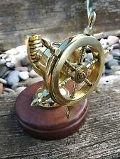 Casse noisette barre a roue en laiton massif sur socle bois neuf