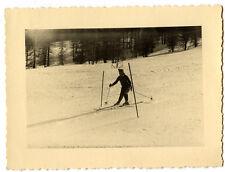 Ski sport d'hiver skieuse femme - photo ancienne an. 1950