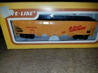HO  Scale UNION PACIFIC UP  4 Bay Open Hopper Car