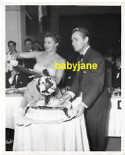 ALAN LADD ESTHER WILLIAMS VINTAGE 8X10 PHOTO FOREIGN PRESS AWARD CAKE 1940's