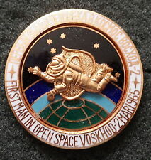 SOVIET CCCP FIRST MAN  IN OPEN SPACE  VOSKHOD-2  MARCH 1965  BADGE PIN  HEAVY