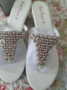 Slippers  white size is EU 39