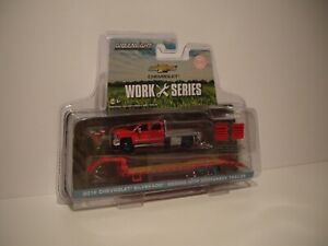 GREENLIGHT 1/64 GREEN MACHINE CHEVROLET SILVERADO 3500HD WITH GOOSE NECK  DCP