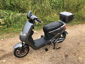USED Model 18 E Rider Electric Moped Scooter 48V 24Ah - 15MPH.
