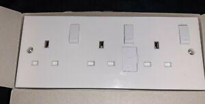 Pro-elec 3 gang switched socket & back box
