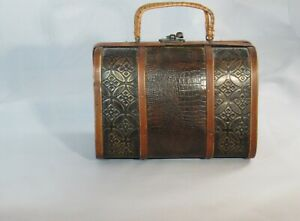 VINTAGE SMALL WOODEN CLUTCH PURSE