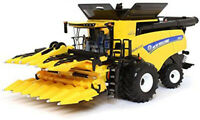 ERTL 1/32 Prestige Series New Holland Combine CR8.90 with 2 Heads