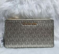 US BOUGHT MICHAEL KORS JET SET TRAVEL DOUBLE ZIP WRISTLET PALE GOLD