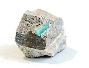 Émeraude brute sur sa matrice de quartz. Colombie. 13 grs