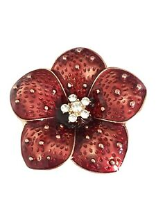 LADIES BEAUTIFUL RED FLOWER BROOCH WITH GOLD COLOUR BASE & CLIP