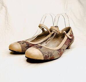 Django and Juliette size 38 'Jeddey' suede vintage floral beige ballet heel