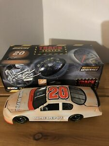 2006 Tony Stewart #20 The Home Depot Track Tested NASCAR 1:24 Scale Diecast