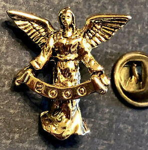"""Vintage gold tone 1"""" angel holding year 2000 banner tie tack lapel pin"""