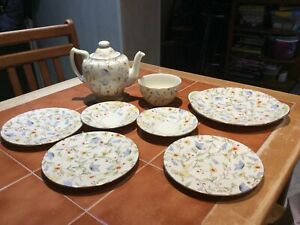 Royal Doulton Rare Unamed Pattern,Teapot,Plates And Sugar Bowl