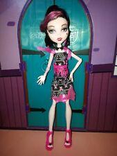 MONSTER HIGH poupée Draculaura Black Carpet complète en très bon état