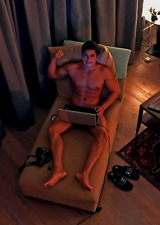 Shirtless Male Beefcake Bare Feet Flexing On Laptop Hot Dude Guy PHOTO 4X6 D546