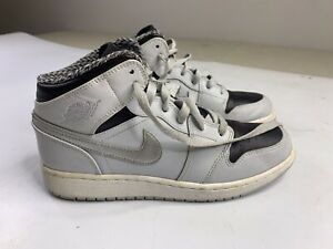 Nike Air Jordan 1 Mid BG Pure Platinum Silver Size 5.5Y 554725-032