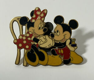Vintage Mickey Mouse Engagement To Minnie Mouse  2004 Pin Trading Pin Badge