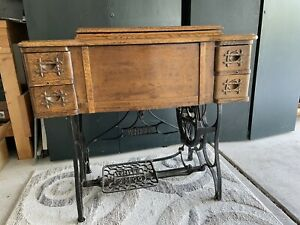 Antique WHITE Sewing machine 4 drawer cabinet Instructions Manual13 Feet&  Light