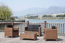 Set di tavoli e sedie da esterno in vimini