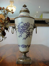 Deckelvase Prunkvase Vase Zwiebelmuster Porzellan Bronze Pokal Urne Antik Edel