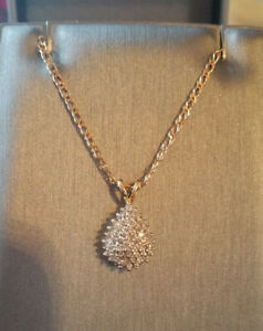 SOLID YELLOW GOLD 0.2 CT DIAMOND CLUSTER PENDANT 1.87 GR