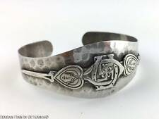 Ladies c.1930s Hammered Sterling GOOD LUCK Cuff Bracelet Horseshoe Clover