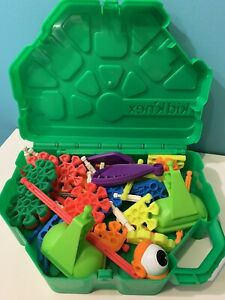 Kid K'NEX Green Plastic Carrying Case with 52 KIDKNEX PIECES Toy Storage
