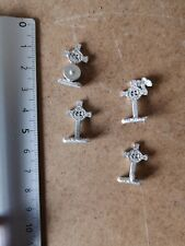4 X CELTIC CROSS  /SCENERY PETER PIG     15MM P583/624