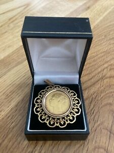 Gold sovereign Victoria coin 1872 full set in 9 carat filagree mount