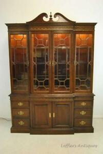 PENNSYLVANIA HOUSE MAHOGANY BREAKFRONT CHINA CABINET CHIPPENDALE STYLE