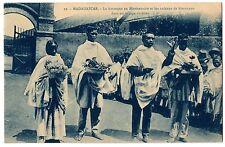 CPA MADAGASCAR - 10. La Harangue au Missionnaire et les cadeaux de bienvenue