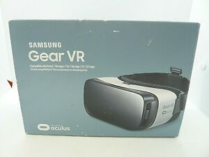 Samsung Gear VR SM-R322 Virtual Reality Headset Oculus Frost White Sealed (E1)