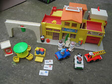 VTG 1973 Fisher Price Play Family Village&Little People