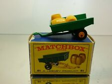 LESNEY MATCHBOX 51 TRAILER + 3 BARRELS - GREEN + YELLOW - VERY GOOD IN BOX