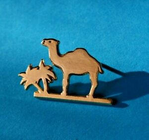 Pins Pin's lapel pin Tabac DROMEDARY CAMEL DROMADAIRE CHAMEAU Signé CAMEL SAUVAG