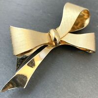 VINTAGE BOW BROOCH DESIGNER CORO GOLD TONE METAL COSTUME JEWELRY PIN