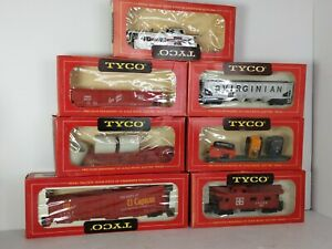 Vintage Tyco Train Set Red Box 1960s cars lot of 7 Ho Scale flat Santa Fe caboos