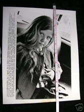 ORIG  PHOTO GIRLS FINGER CAUGHT IN SEATBELT 1973#1817LH