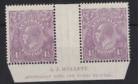 G584) Australia 1924 KGV 4½d Violet single wmk Mullett imprint pair with variety