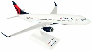 Daron Skymarks Delta 737-800 New Livery Airplane Model Building Kit, 1/130-Scale