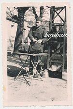 Foto Soldat-Wehrmacht -Rucksack-Bajonett-Wasserkocher  usw. 2.WK (e334)