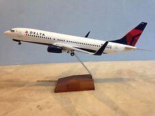Delta Airlines Boeing 737-800 1:100 con tren de rodaje Skymarks SKR 8206 B737