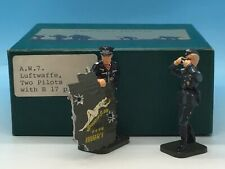 FRONTLINE FIGURES LUFTWAFFE TWO PILOTS WITH B17 PART AW7 54MM