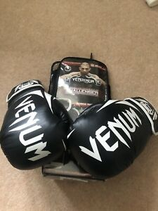 VENUM 14oz boxing gloves - USED ONCE - Challenger Series