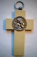 Croix de berceau à l'Angelot, bakelite beige avec médaillon argenté signé HOLLY